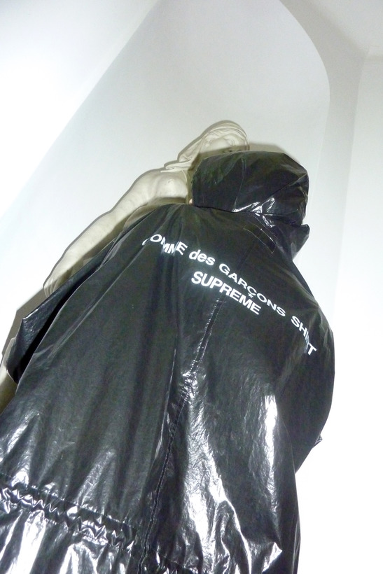 comme-des-garcons-supreme-black-shiny-parka-sizes-m-l